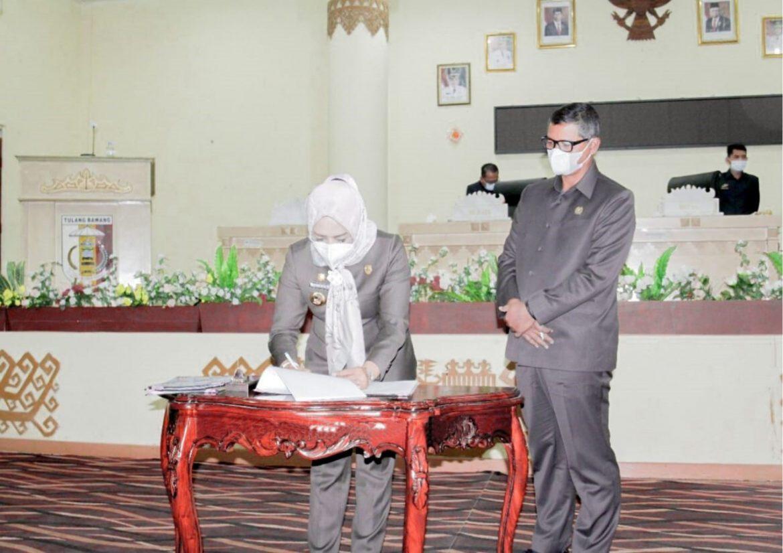 Bupati Tuba Dr. Hj. Winarti, SE., MH Hadiri Rapat Paripurna Atas  Pesetujuan Raperda APBDP TA. 2021
