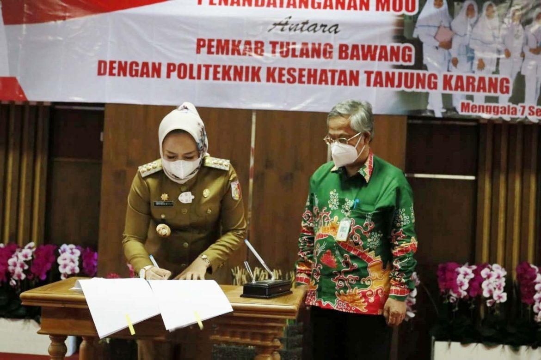Bupati Tuba Menandatangani MoU Terkait Program Sekolah Kebidanan Bersama Politeknik Kesehatan Tanjung Karang
