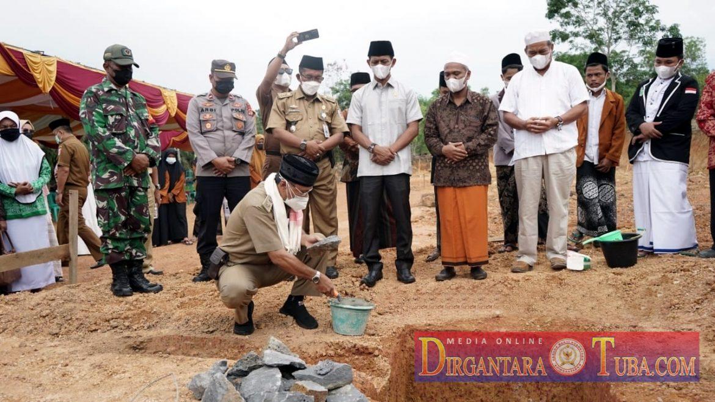 Asisten I Setkab Wakili Bupati Tulang Bawang Melakukan Peletakan Batu Pertama Pembangunan Pondok Pesantren